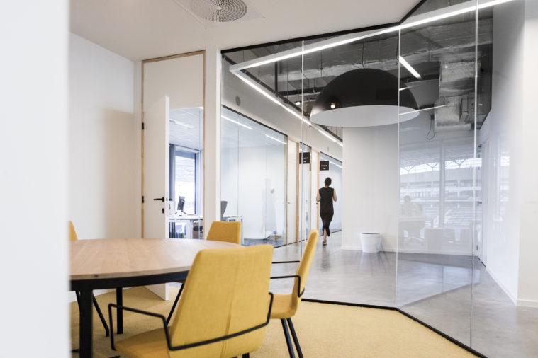 Plany powierzchni biurowych zostały gruntownie przetestowane, by spełniać współczesne wymagania najemców. Otwarta przestrzeń pozwala na szereg możliwości aranżacji biura.