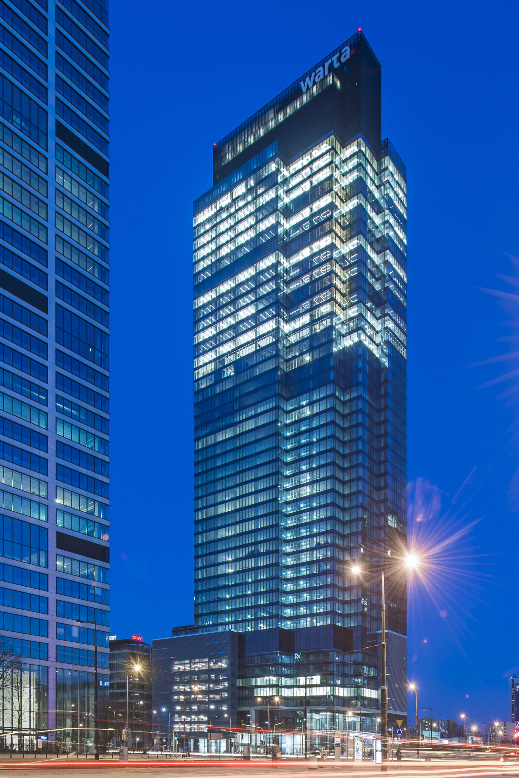 Warsaw UNIT wakes up to life – Warta already in the skyscraper